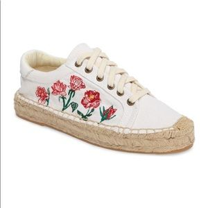 Soludos embroidered sneakers. Fit like a size 9.